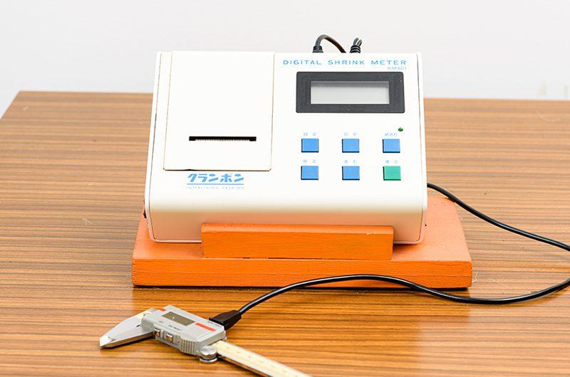寸法変化率測定器
